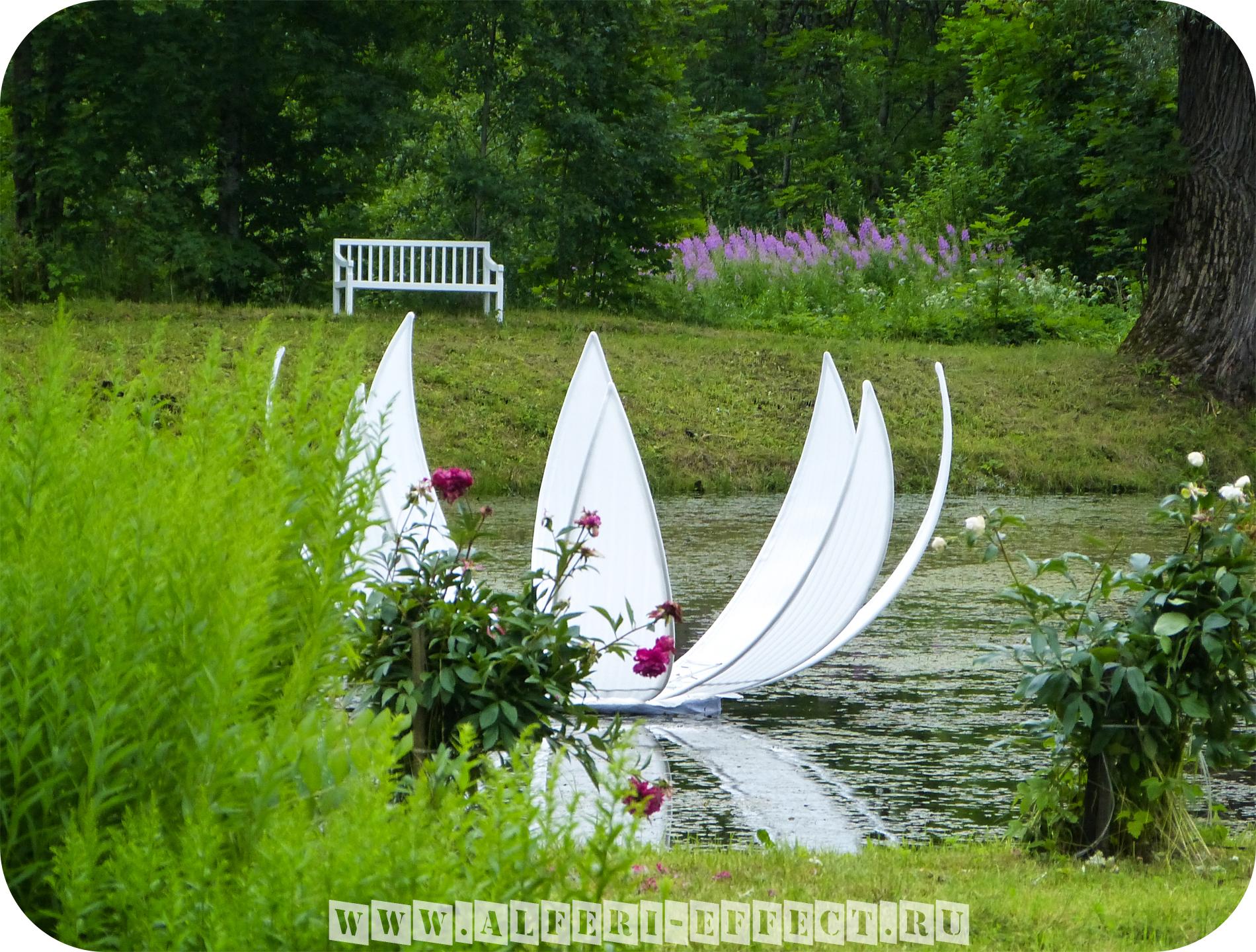 Раскрывающийся цветок - Белая кувшинка на воде от Альфери Эффект